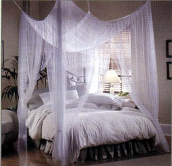 Luxury-light-colored-bed-canopy-design